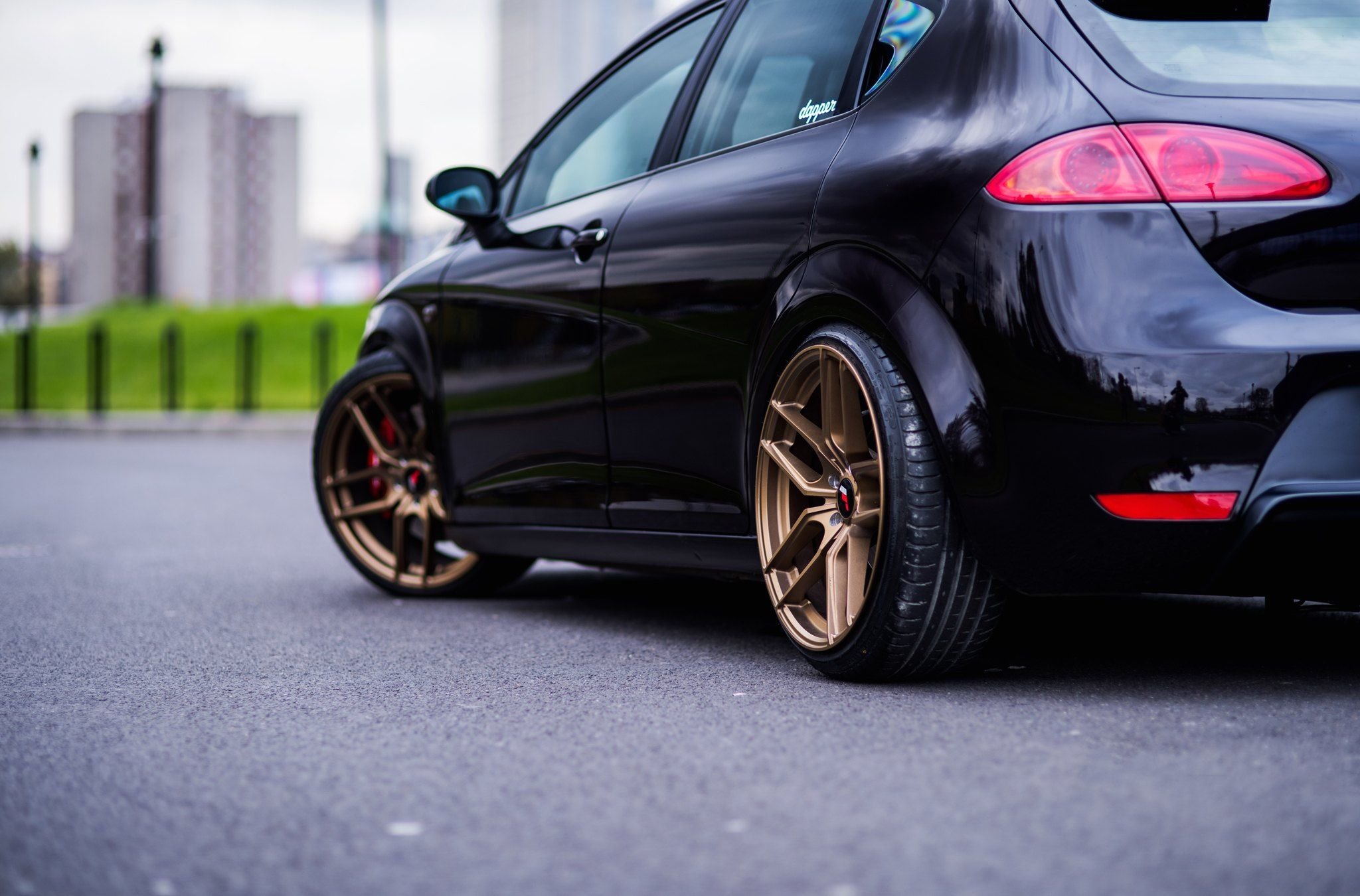 Black Seat Leon Sits Well On Jr Rims With Brembo Brakes Con