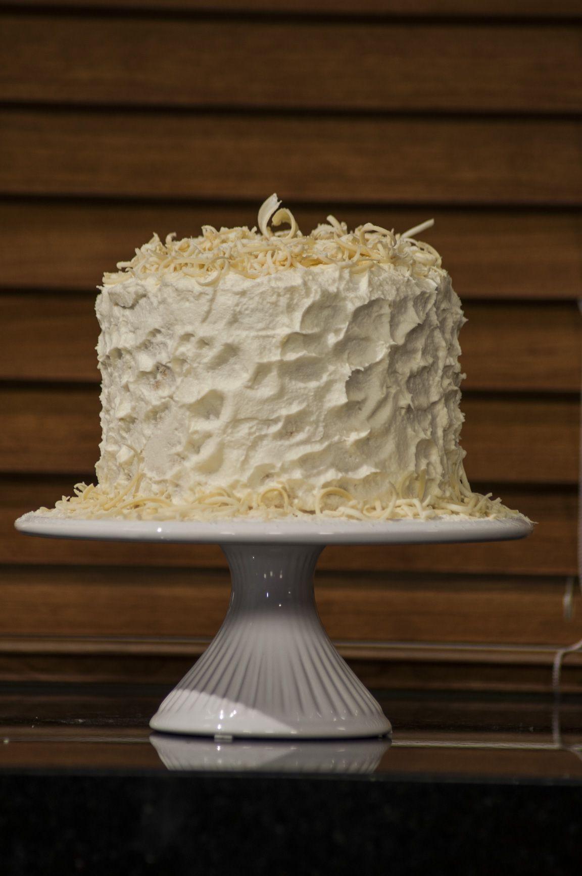 O mercado de bolos segue diferentes tendências. No entanto, sempre têm aquelas receitas que mais conquistam o coração dos apaixonados por doces, como bolo prestígio, bolo de rolo e bolo musse. Confira a receita dessas e muitas outras delícias na eduK!