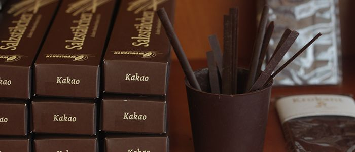Wohlfarth Schokolade ist essbare Handwerkskunst. Christoph Wohlfarth stellt in aufwendiger Handarbeit in seiner Berliner Schokoladenmanufaktur aus hochwertigen, Bio-Rohstoffen kleine Kunstwerke her.