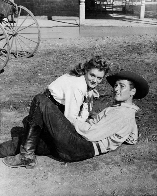 Alexis Smith and Errol Flynn on the set of Montana (1950) | Errol flynn,  Errol, Alexis smith