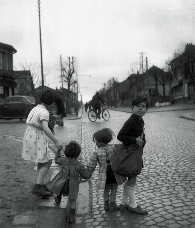 Avenue Paul-Vaillant-Couturier, Arcueil, 1945 (by Robert Doisneau).