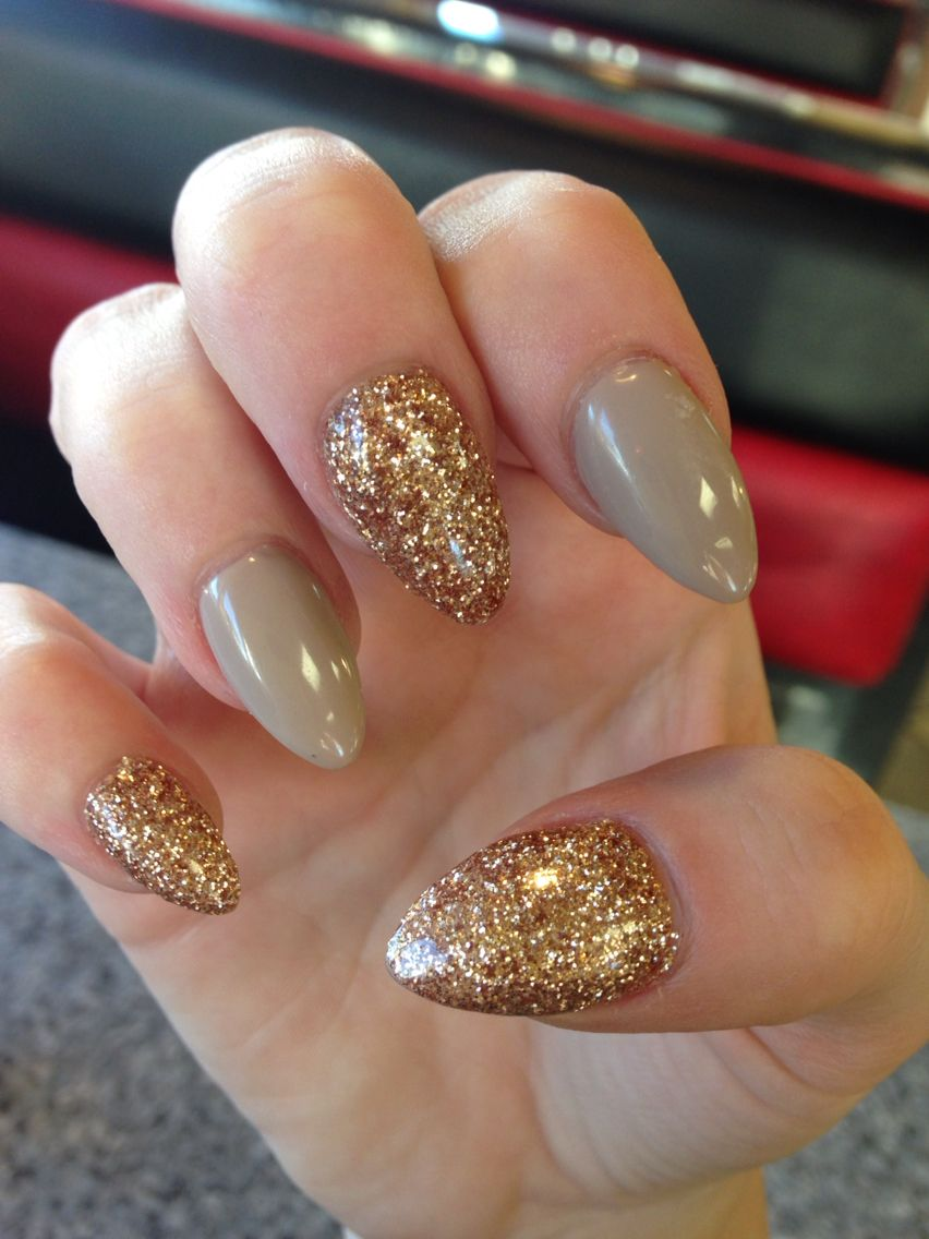 Almond acrylic gold & nude Very nice!!! | Nail Art | Pinterest