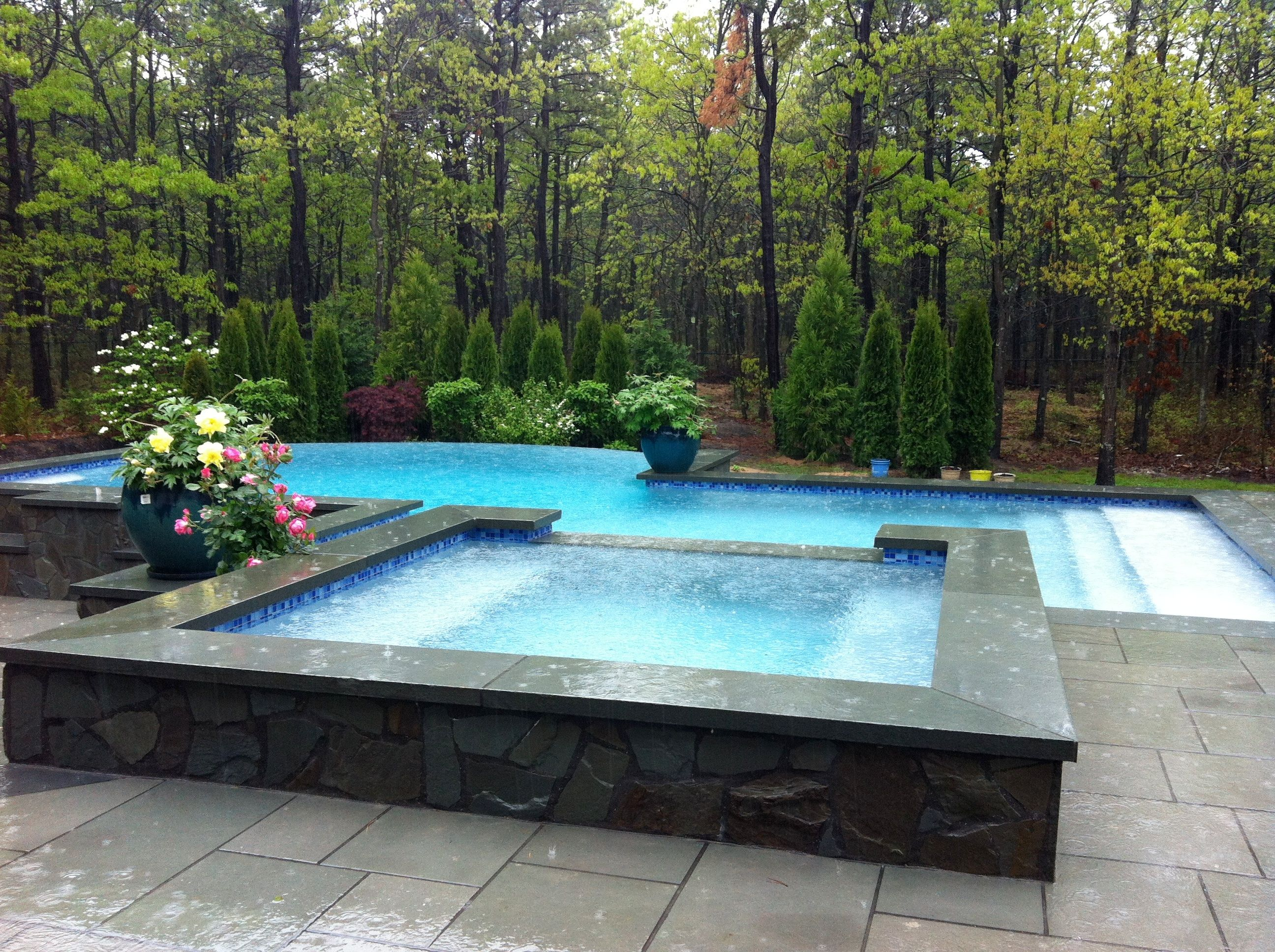 Negative edge infinity pool with overflow spa patricks for Pool edges design