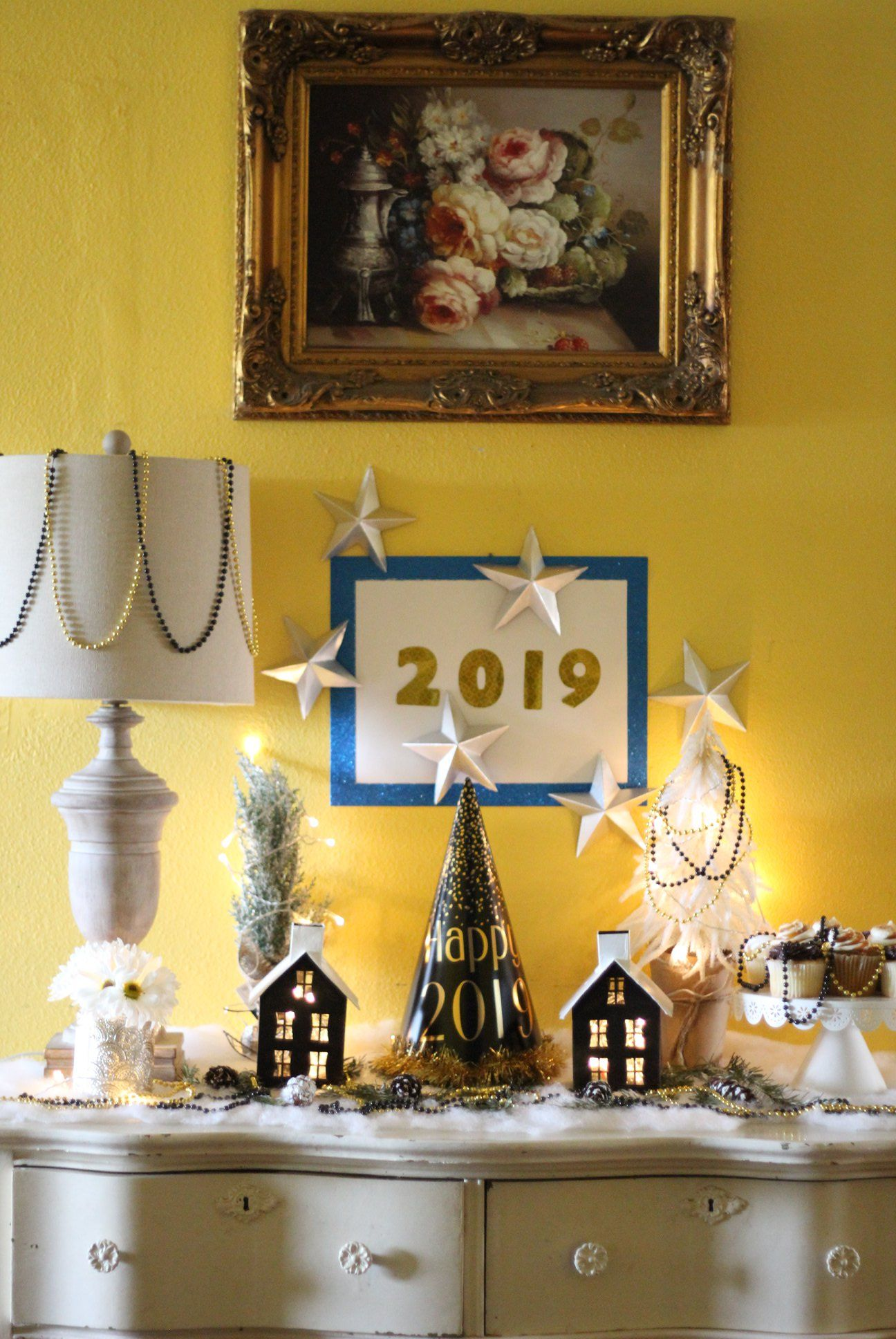 Upcycle Christmas Decoration For Your New Year's Eve Party