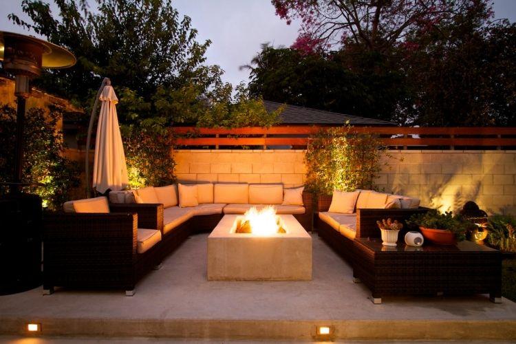 offene rechteckige Feuerstelle mit Beton gemauert, Gartenmöbel