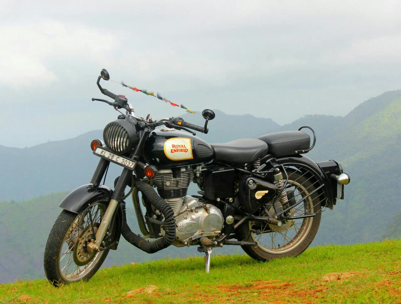 Royal enfield made like a gun goes like a bullet royal - Royal enfield classic 350 wallpaper ...