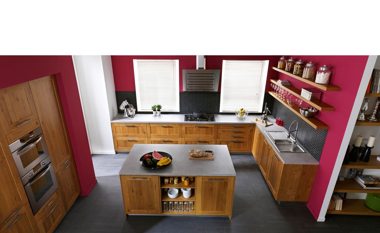 couleur du mur framboise avec cuisine en bois renovation. Black Bedroom Furniture Sets. Home Design Ideas