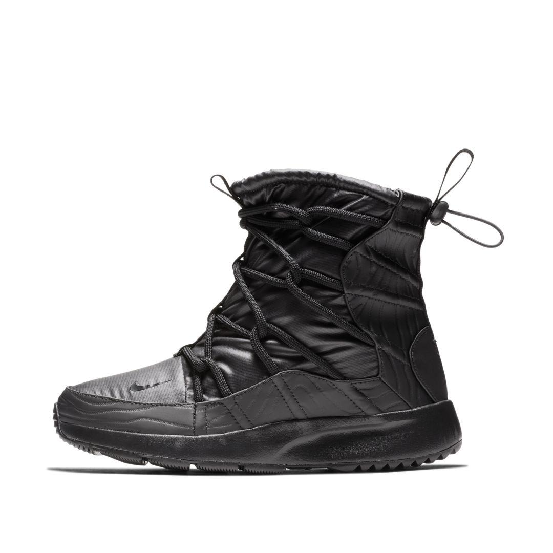 Nike Tanjun High Rise Women s Shoe Size 11.5 (Black)  167eba9d2