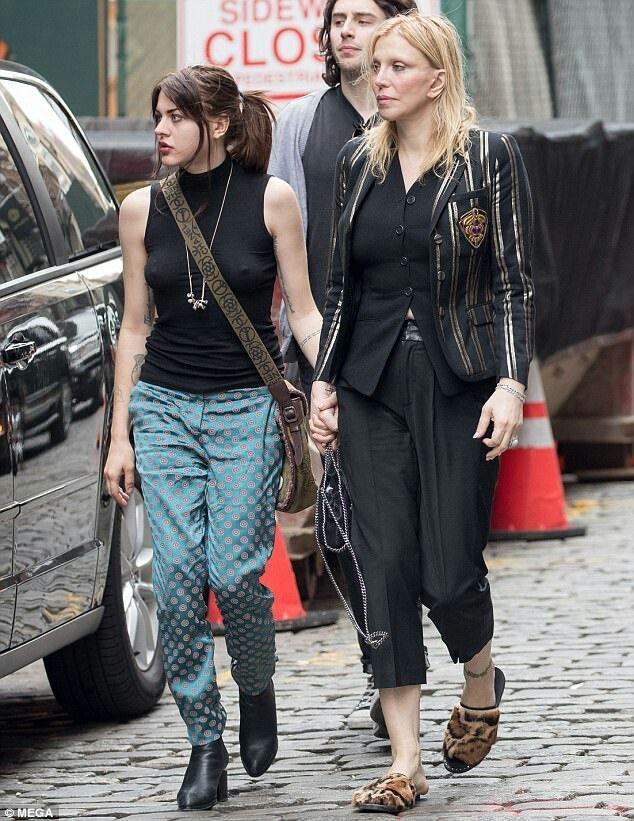 Courtney Love With Frances Bean Cobain 2017 Frances Bean Cobain Kurt And Courtney Fashion