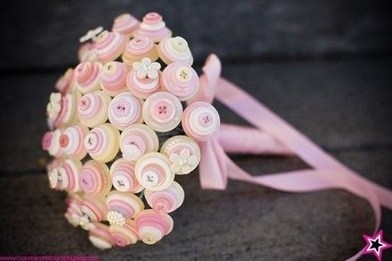 cute for bridal showers! that's a lot of buttons!