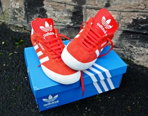 TRADITION RULES OK? IN THESE SUPER SAMBAS RED/WHITE LOOKS SO COOL ...