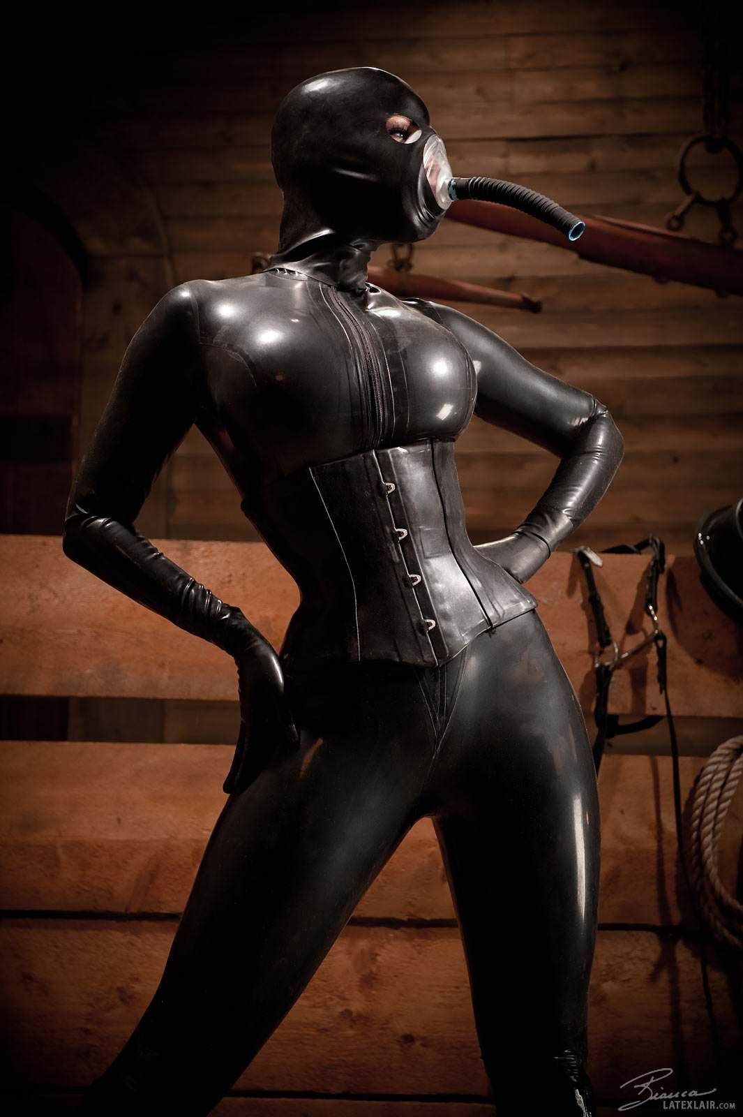 Bianca Beauchamp in black rubber and breathing mask