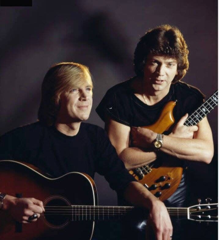 Justin Hayward John Lodge Most Likely During The Blue Jay Years Between The Moody Blues Times Moody Blues Justin Hayward British Musicians