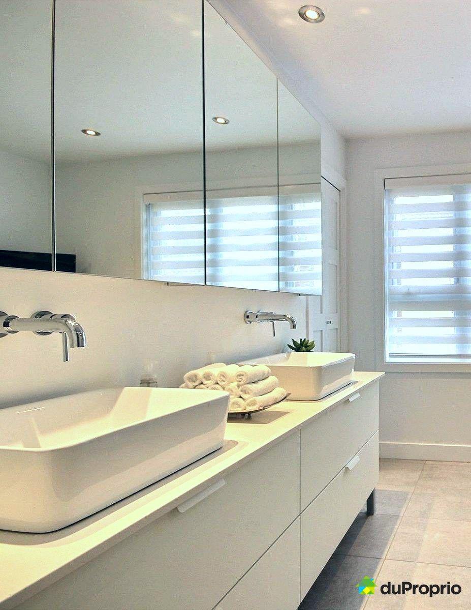Magnifique salle de bain contemporaine > Vanité blanche aux ...