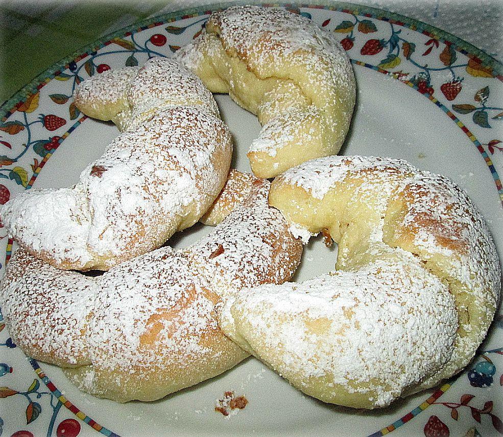 Cornetti al mascarpone,ricetta dolce | dolcetti | Pinterest ...