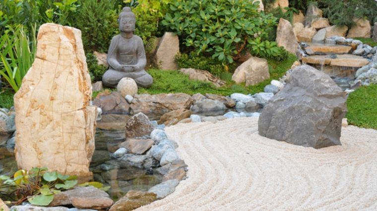 estupendo jardín zen con arena