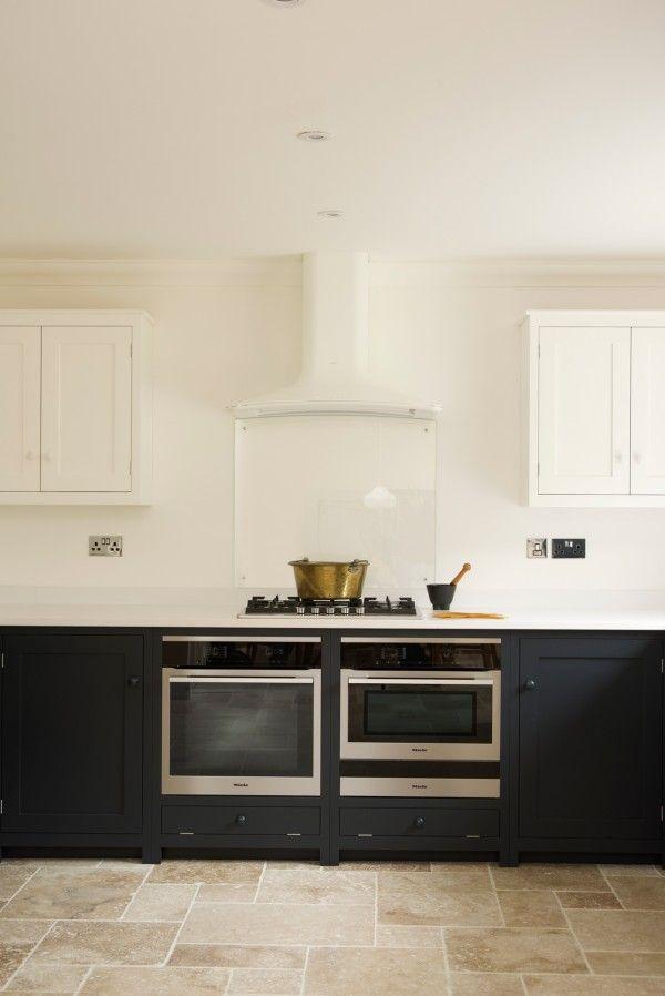 crisp blue and white shaker kitchen | Cocinas, Electrodomésticos ...