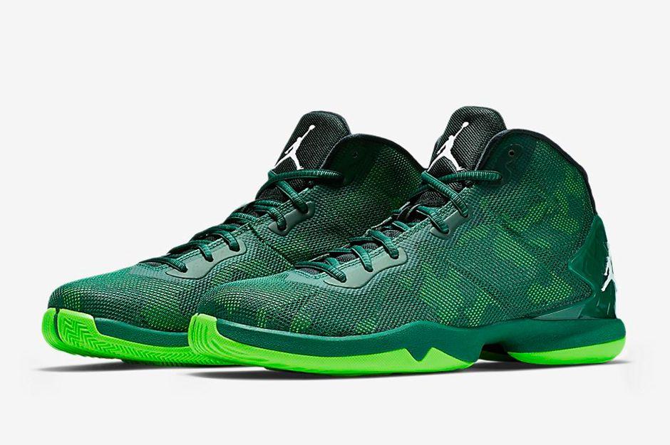 """No Surprise That These Jordans Come In """"Oregon"""" Colors - SneakerNews.com"""