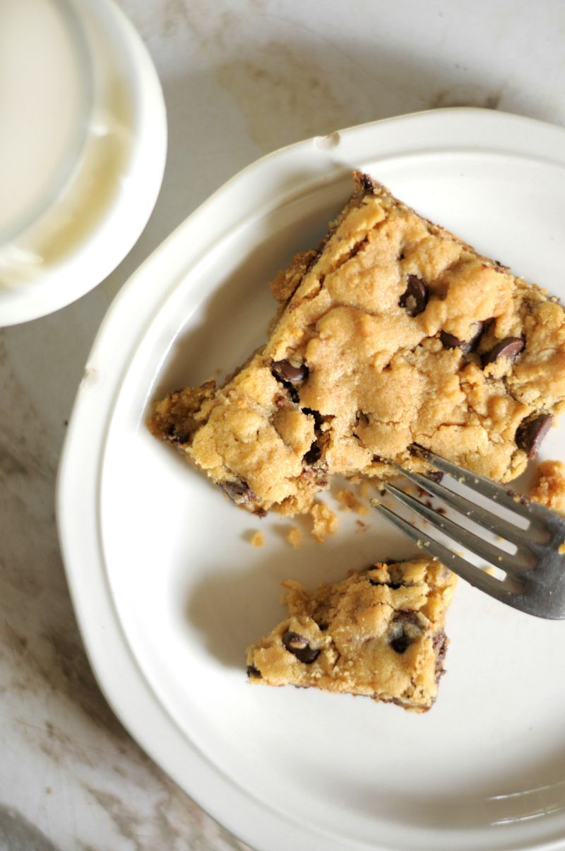 peanut butter oatmeal chocolate chip bars - YUM