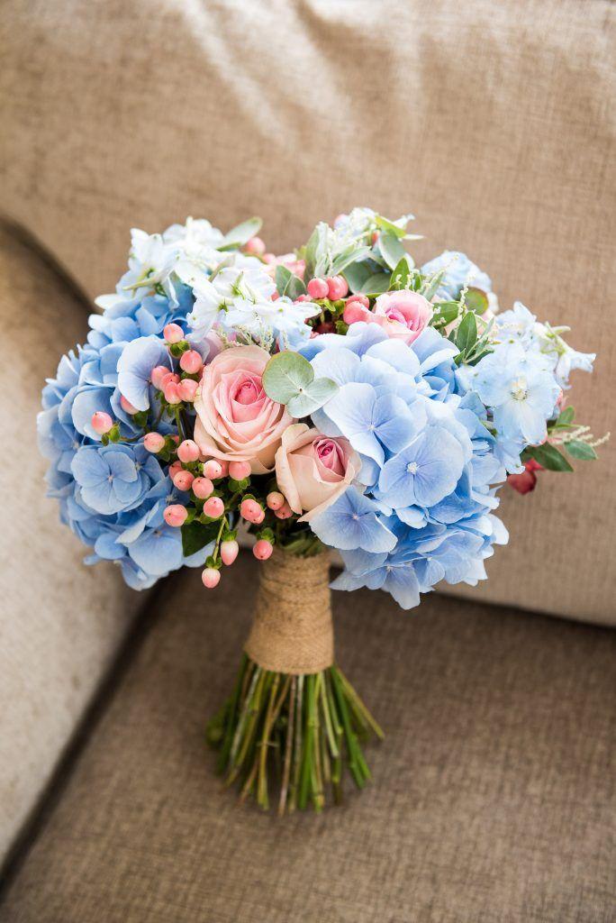 Weiche rosa Rosen und babyblaue Hortensien blühen in diesem wunderschönen Brautstrauß ...   - Blumensträuße - #babyblaue #blühen #Blumensträuße #Brautstrauss #diesem #Hortensien #Rosa #Rosen #und #Weiche #wunderschönen #bridalflowerbouquets