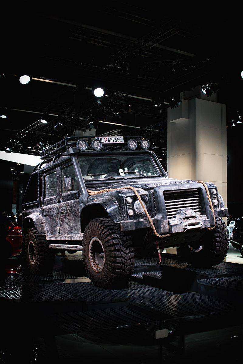 land rover defender x james bond spectre rc models. Black Bedroom Furniture Sets. Home Design Ideas