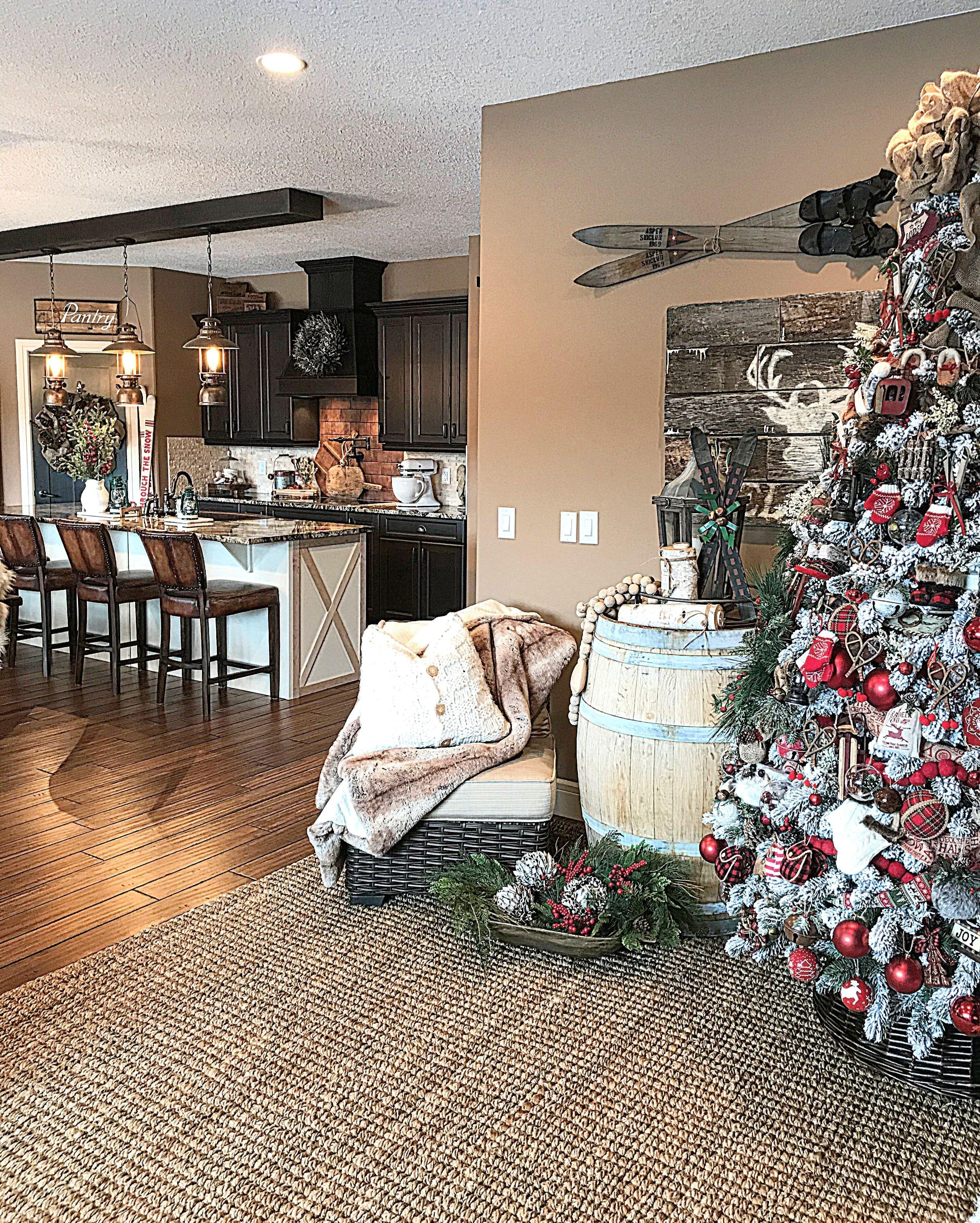 40 comfy christmas kitchen decor ideas farmhouse christmas kitchen christmas kitchen decor on farmhouse kitchen xmas id=26752