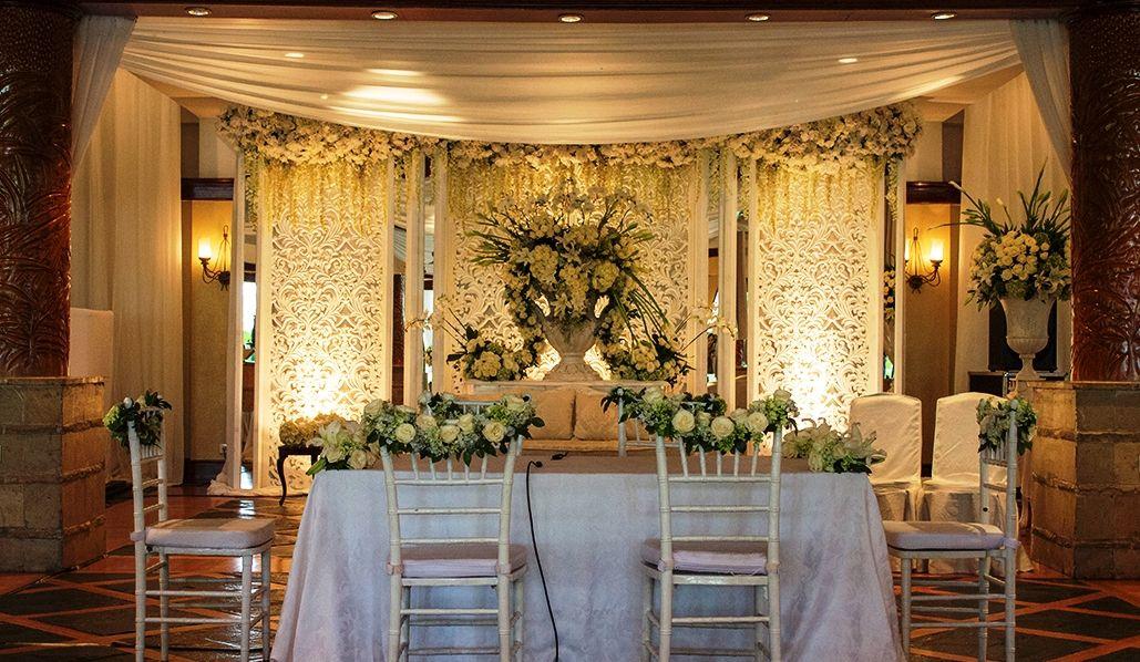 Akadnikah White Mawarprada Warm Mawarprada Dekorasi Pernikahan