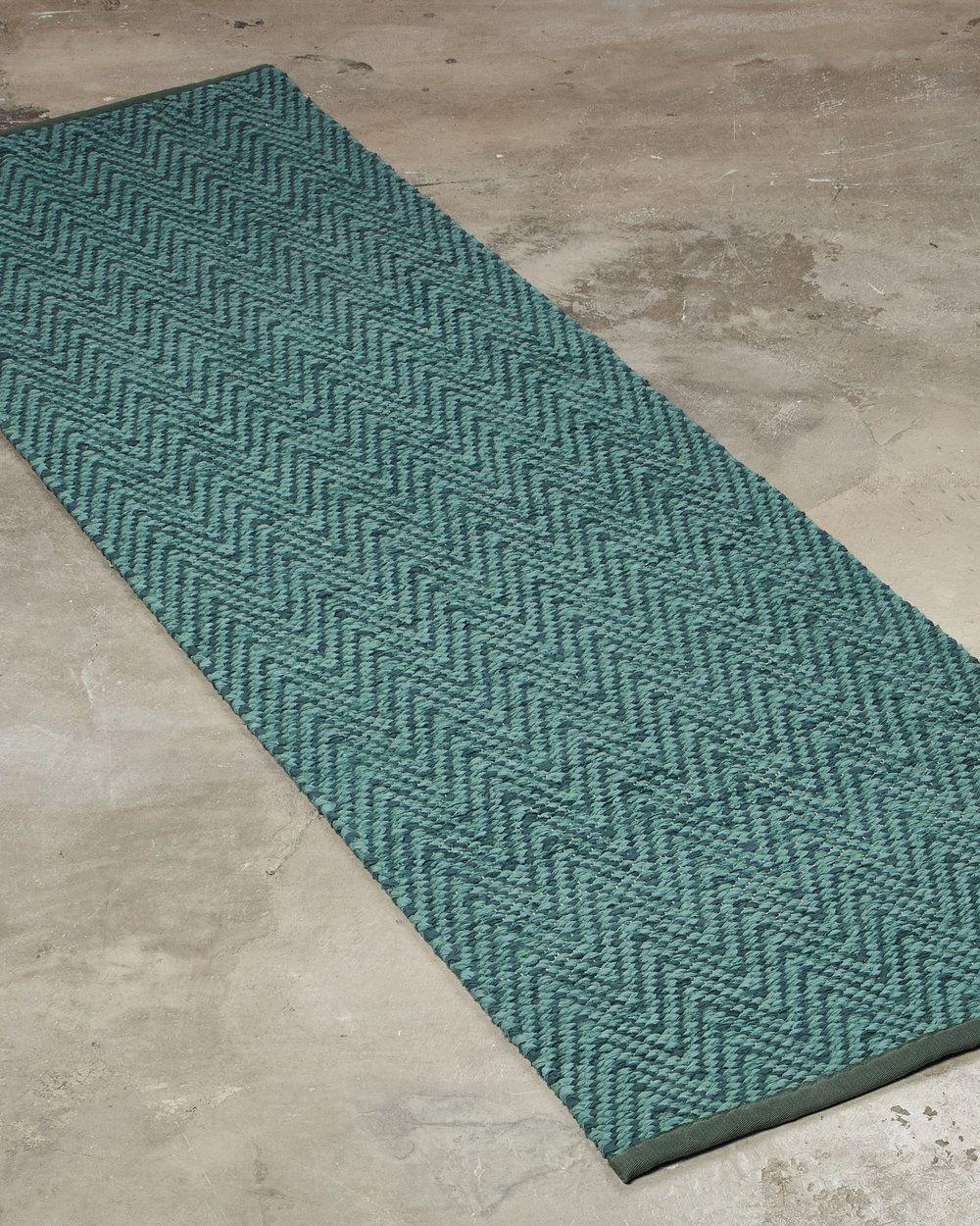 [[fi]]Pohjoisen rakastetuin käsinkudottu puuvillamatto[[en]]The most  beloved Nordic cotton rug[[sv]]Den käraste nordiska bomullsmattan