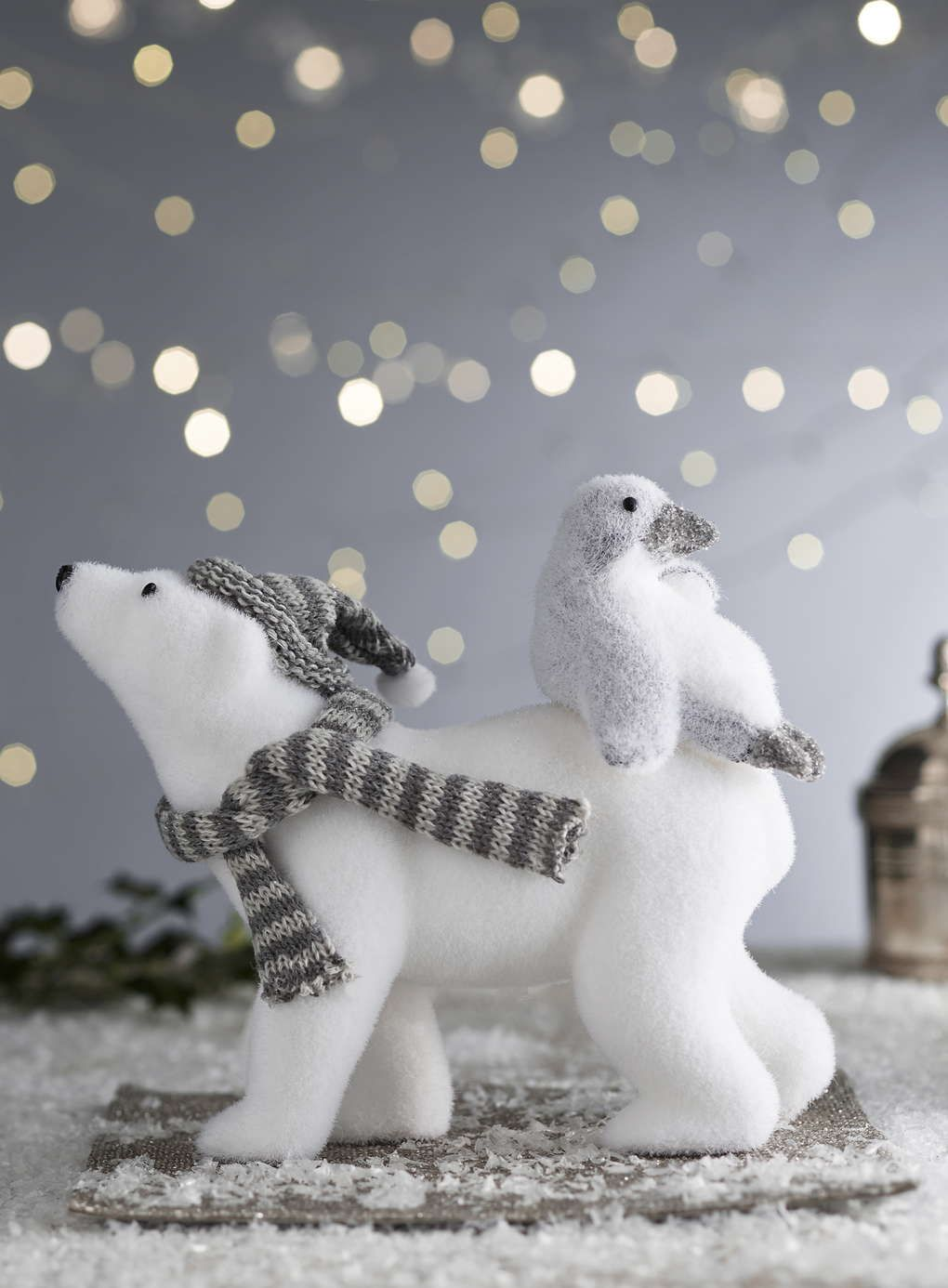 Snowy polar bear and penguin decoration - Christmas Decorations ...