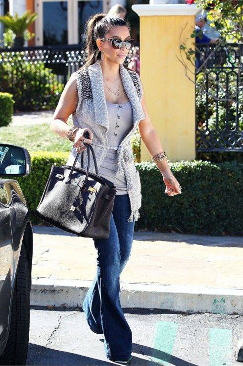 http://2.bp.blogspot.com/-p3wLg_M-zQc/T0Glf86sStI/AAAAAAAABu4/p3waxop1TDU/s1600/Kim-Kourtney-Kardashian-Kris-Jenner-Mason-Disick-Church-Bell...