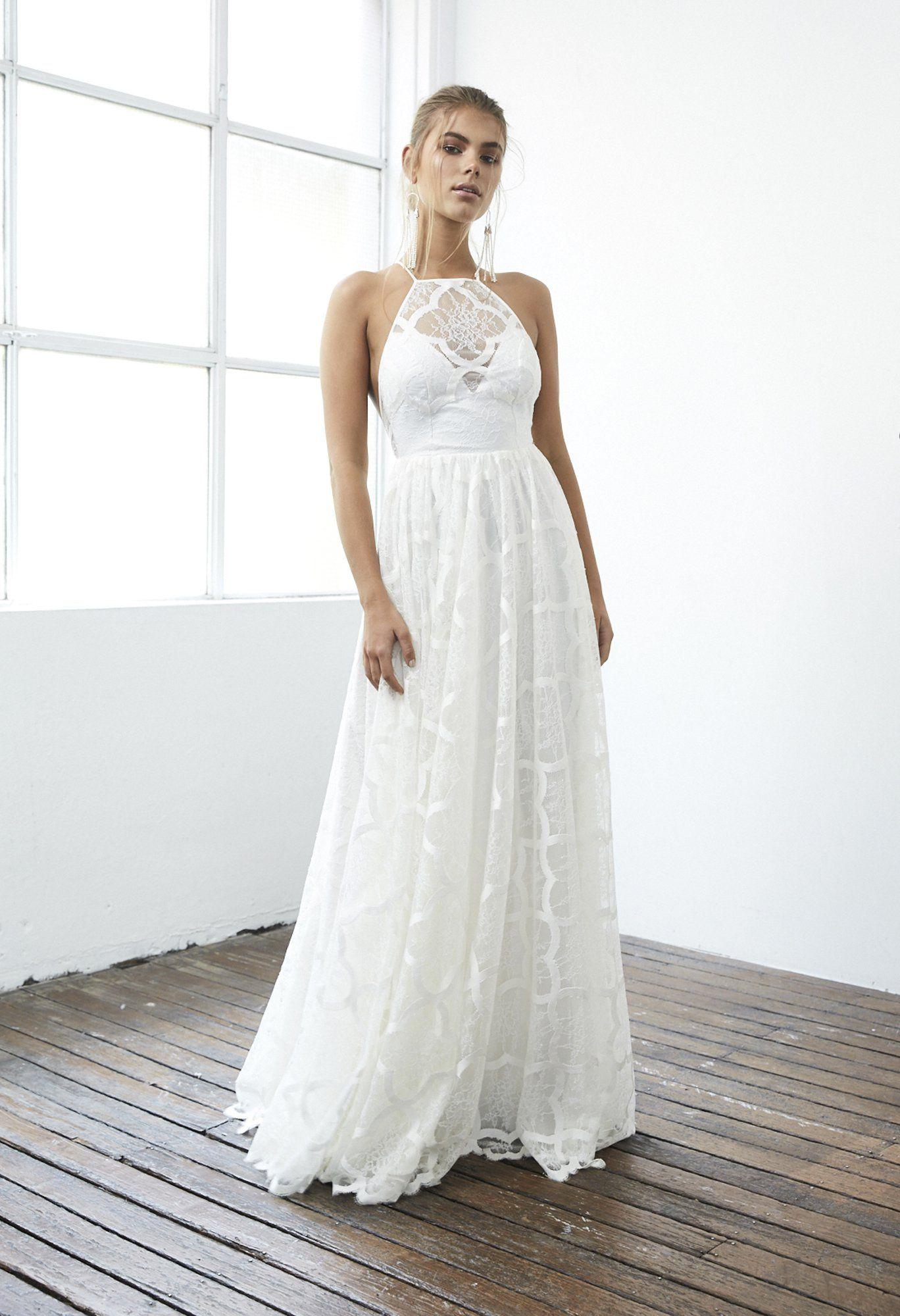 5711cab8a22 Robe de mariée 2017   une robe ras de cou Grace loves lace
