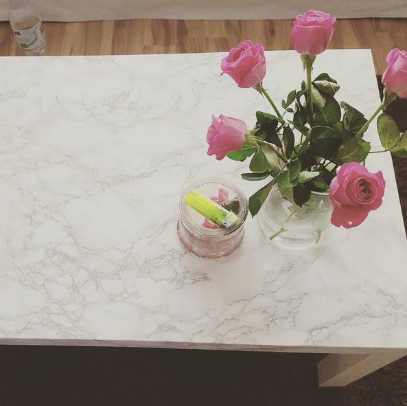 INTERIOR DIY WOHNEN: Marmor Tisch mit Klebefolie. IKEA