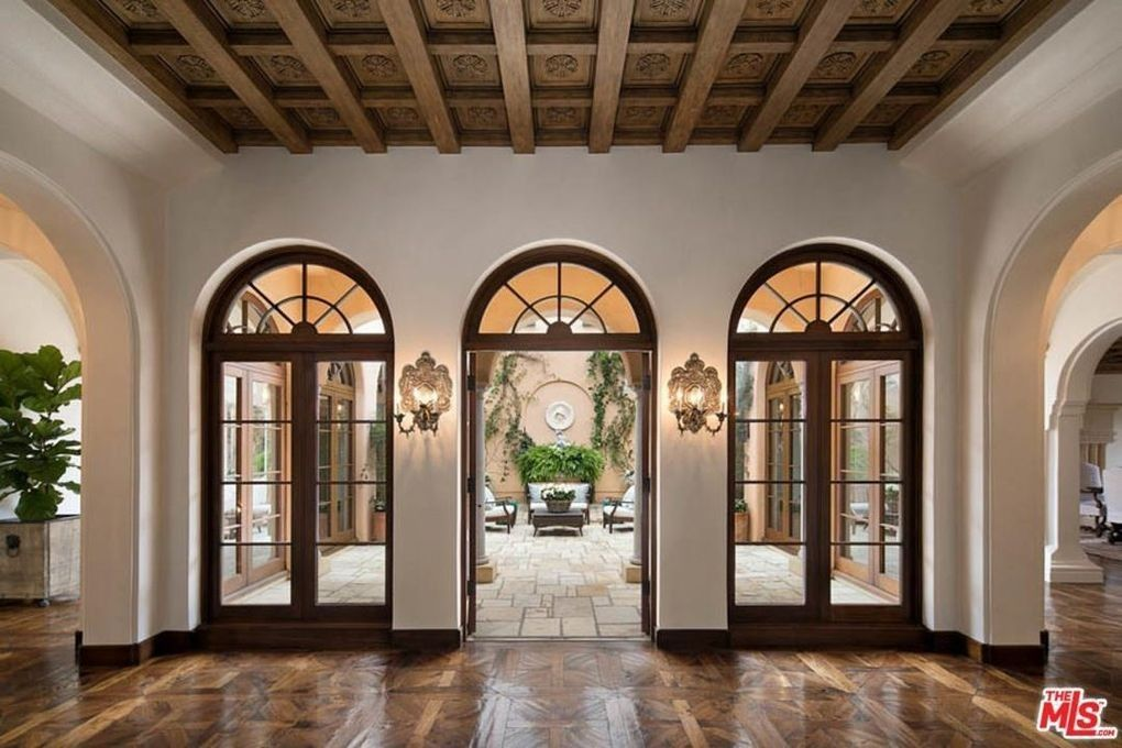 3 Back Doors Where Front Door And Windows Are Now Spanish Style Homes Modern Mediterranean Homes Mediterranean Homes