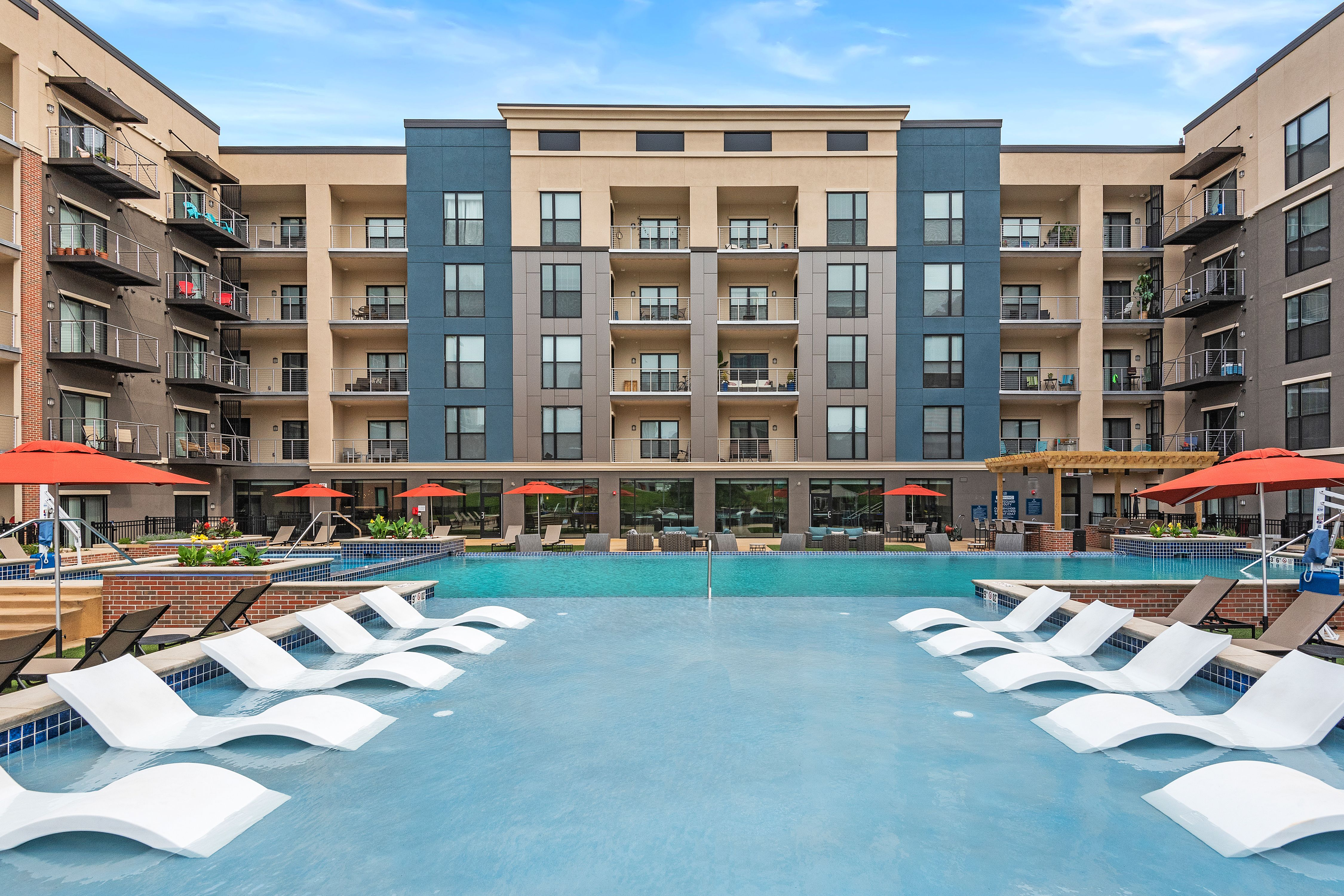 531 Grand Amenities Nspjarchitects Kansascity Kcmo Multifamily Luxuryapartments Apartments Pool Pooldeck Downtown Dow Architect Kansas City Pool Deck