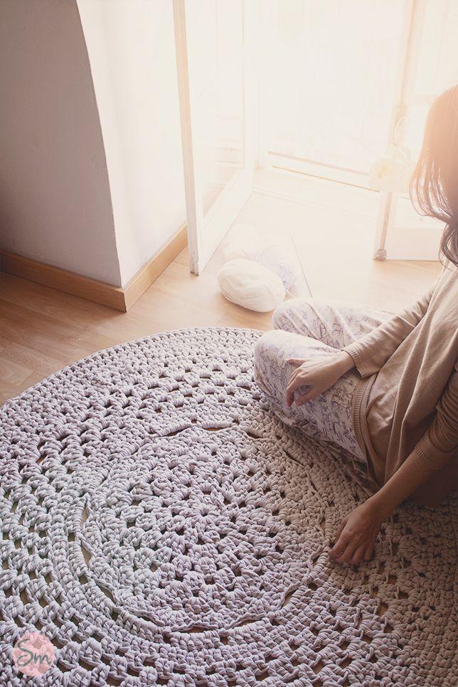 Alfombra de trapillo modelo flor central for Modelos de alfombras