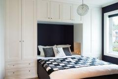 Photo of Wardrobe around bed5374