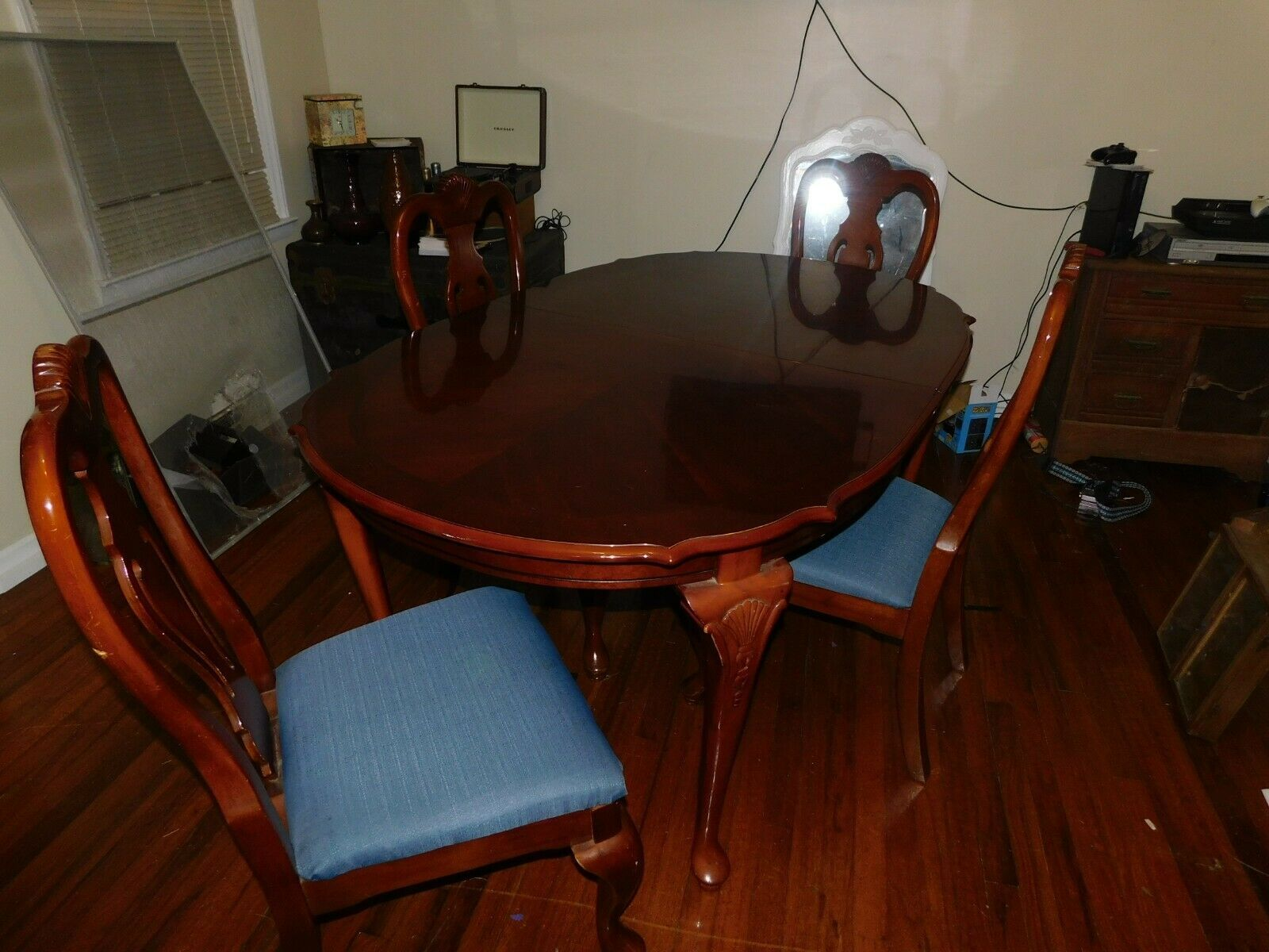 5 Pc Cherry Wood Diningroom Table And Chairs Forsale Furniture Albemarle Nc At Geebo In 2020 Wood Dining Room Table Dining Table Dining