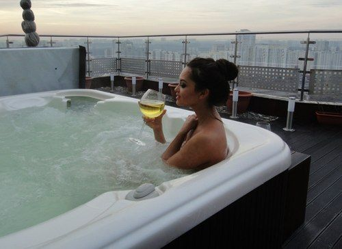 Naked girls in hot tub images 12