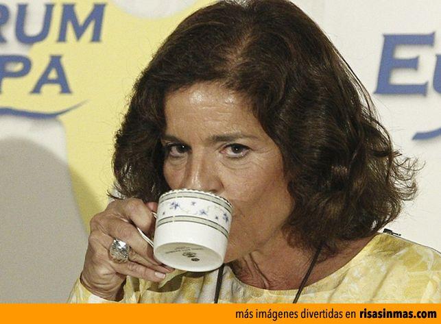 Ana Botella y su Relaxing cup of café con leche in Plaza Mayor. Te invita a Unirse a nuestro gran y maravilloso proyecto hacer llegar el ganoderma a todos los hogares. http://metacafecolombia.com/
