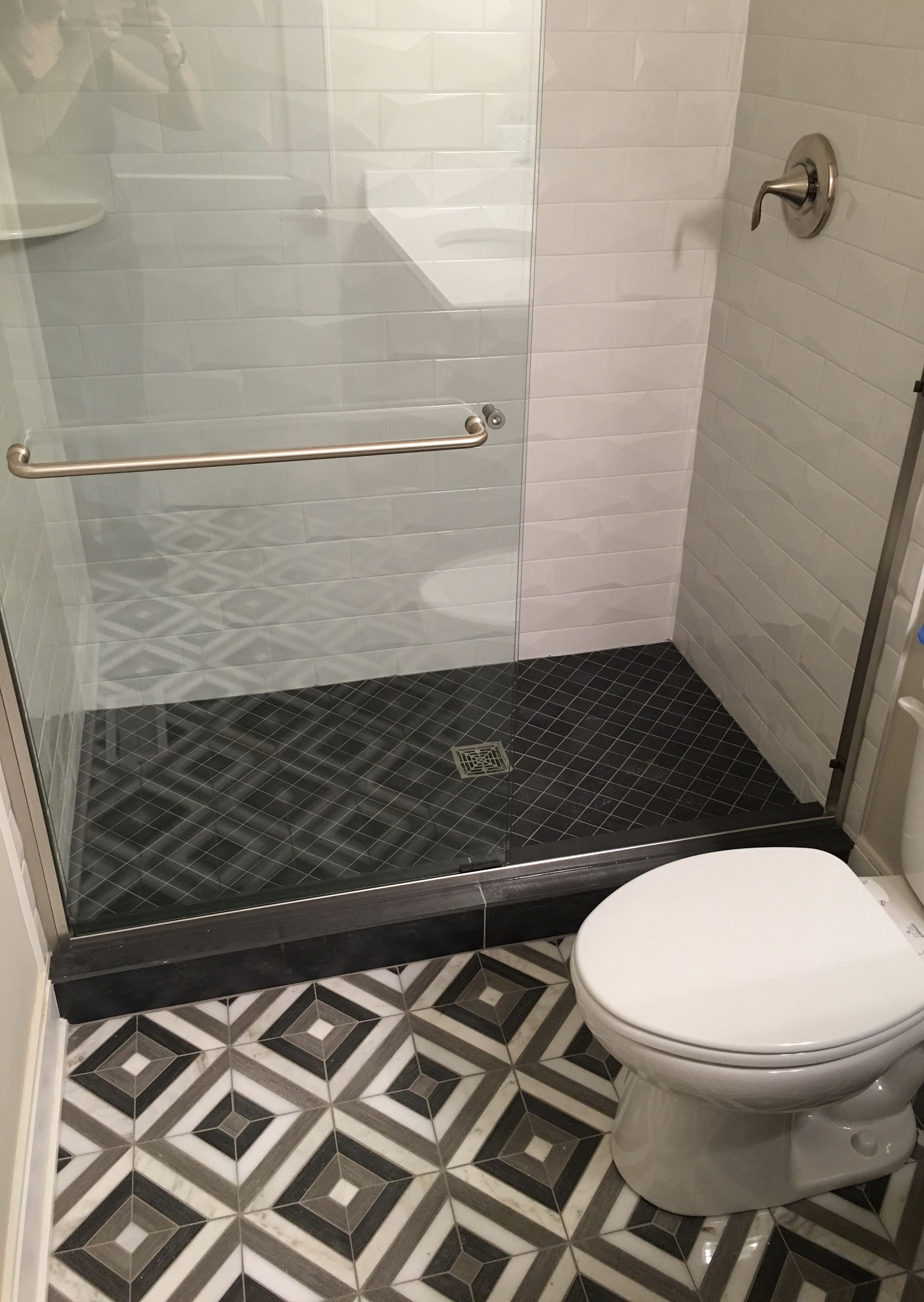 Black White Contrast Continues On Tile Tuesday With Montauk Dark Grey Stone Mosaic Floor Tile Diamon Grey Stone Mosaic Shower Wall Tile Grey Mosaic Tiles