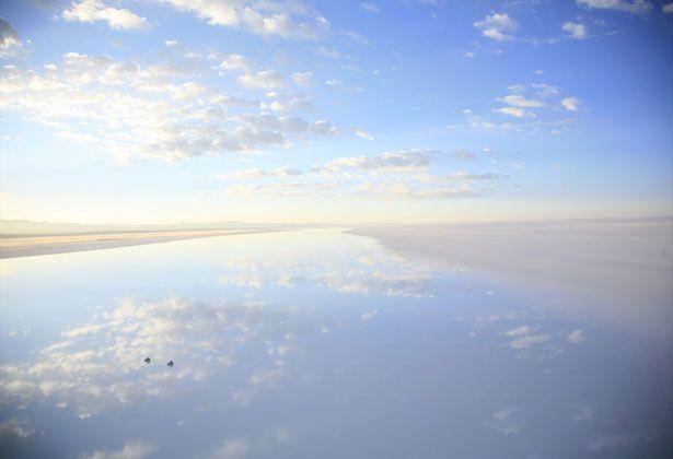 http://s.ngm.com/2008/07/bolivias-new-order/img/altiplano-sky-reflect.jpg