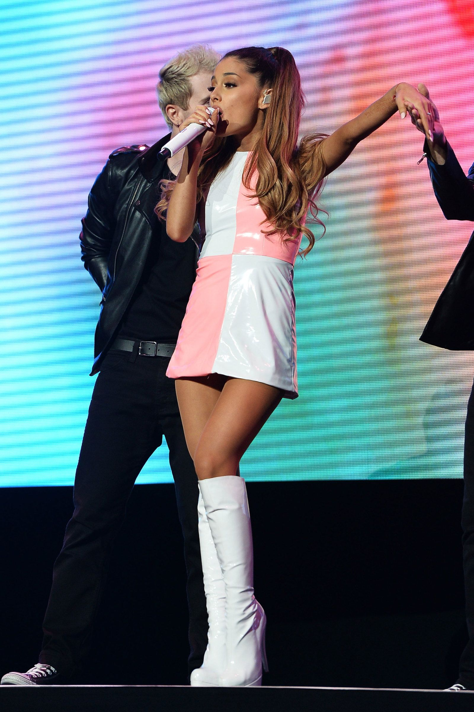 Ariana Grande En Traje De Baño 57 Of Ariana Grande 39s Cutest Looks She Pinterest