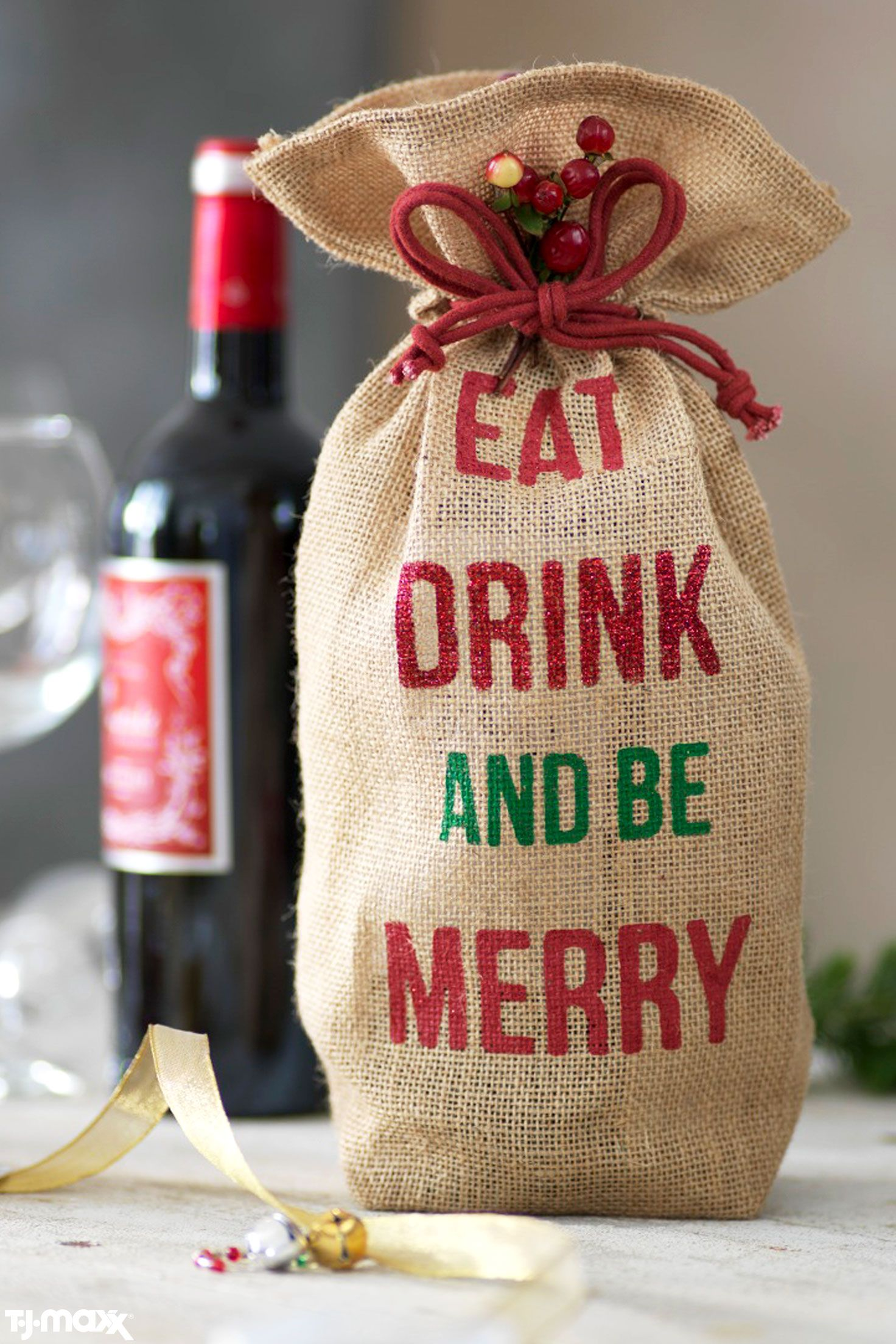 This Burlap Holiday Wine Bag Makes The Best Hostess Gift Wine Bag Holiday Wine