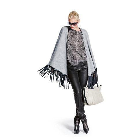 Chic und Casual und perfekt für Herbsttage: Cape mit Fransen. #impressionen #fashion