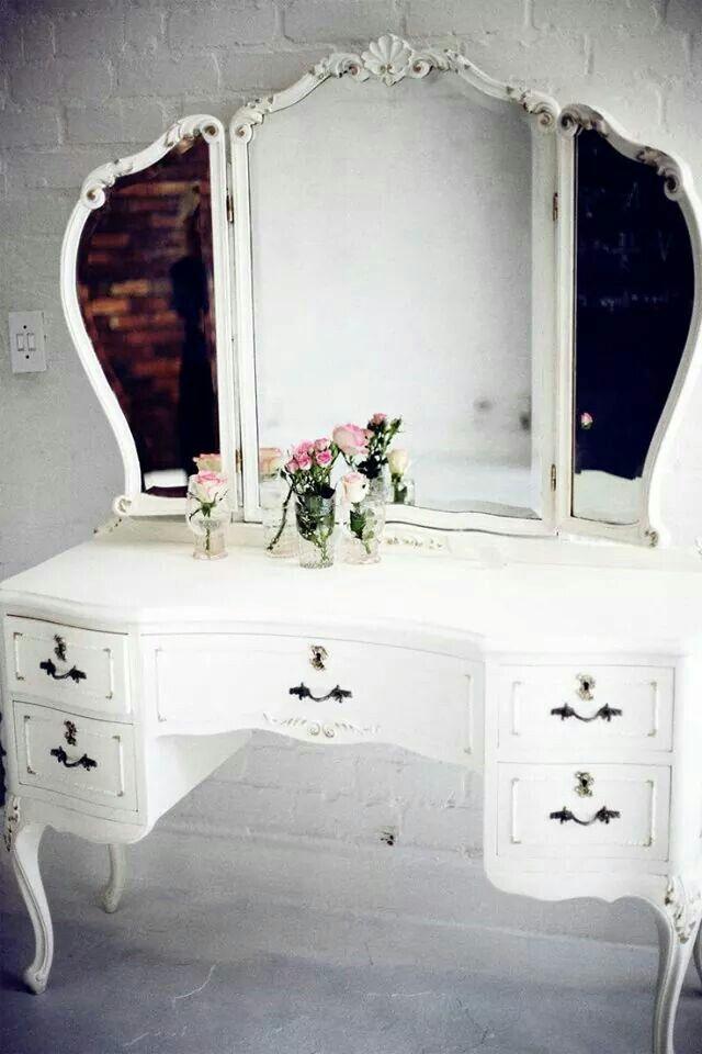 Pin By Alice Wonderland On Home Sweet Home Vintage Vanity
