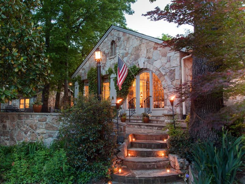 Chanticleer Inn B, Lookout Mountain, GA Bed and