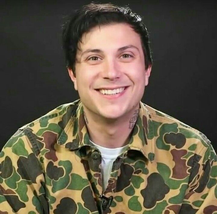 Wow look at his face and that smile holy fucking shit