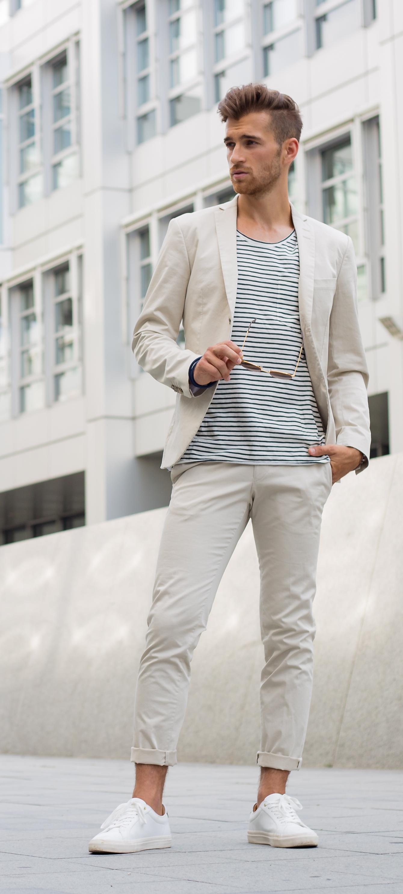 7233d9108054 Du kannst das Outfit aber auch ganz clean tragen und ein unifarbenes  T-Shirt wählen. Ob eigene Hochzeit oder die des besten Freundes  Ein  perfekt sitzender, ...