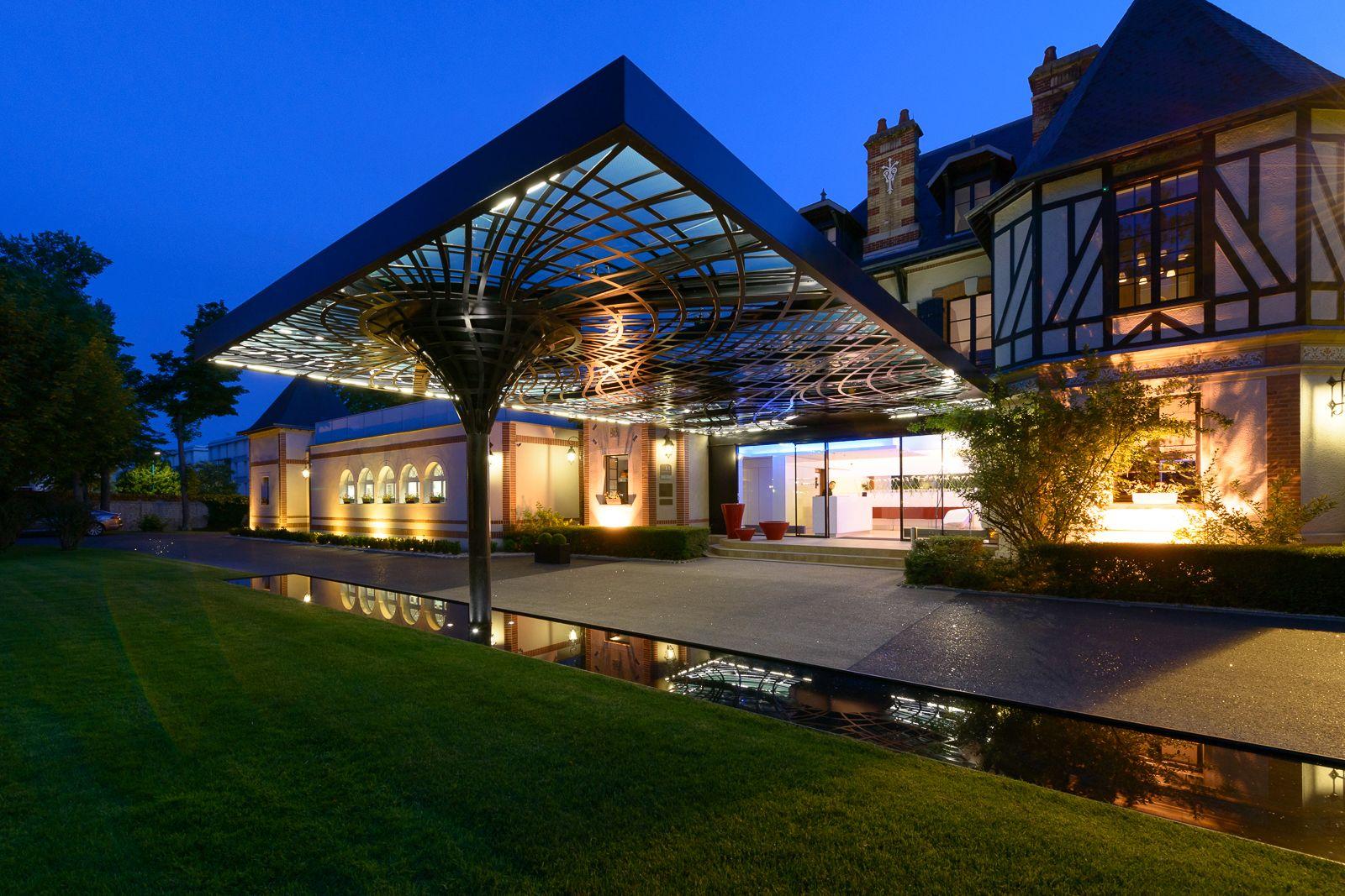 Auvent de l 39 assiette champenoise tinqueux marne giovanni pace architecte r f rences pace - Auvent maison moderne ...