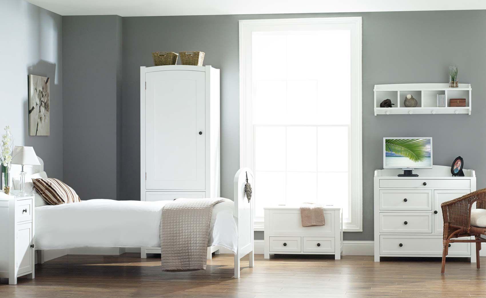 Pin von Sandeep Veer auf Decor Shelfs | Solid wood bedroom furniture ...